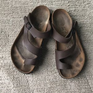 Fun dark brown Birks